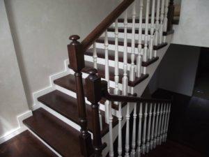Деревянные классические лестницы