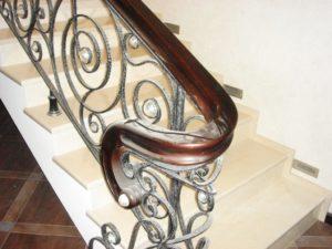Лестницы с коваными ограждениями